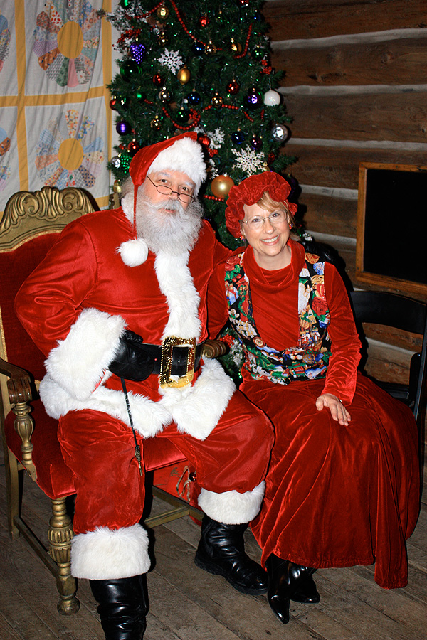 BRING THE KIDS TO MEET SANTA AT THE CHALET TOBOGGAN CHUTES  AND CLEVELAND METROPARKS ZOO THIS HOLIDAY SEASON!