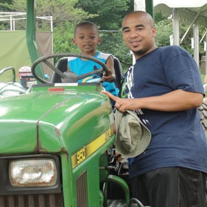 Dads get half-price admission to Cleveland Metroparks Zoo on Father