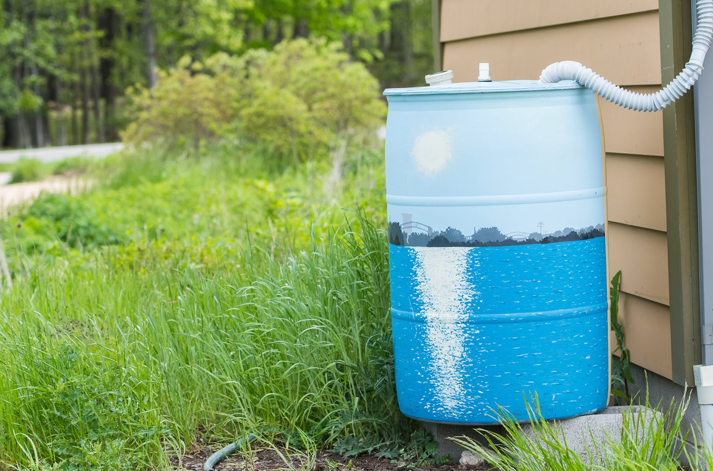 Eight Amazing Benefits of Having a Rain Barrel